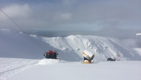 PB600 snow groomer pushes new snow up Fascination